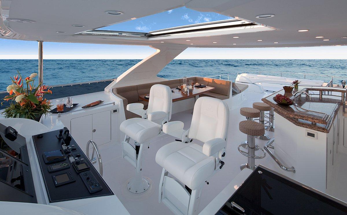 Ocean Alexander E85 explorer yacht